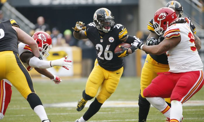 Le'Veon Bell, the Pittsburgh Steelers running back, was injured against the Cincinnati Bengals on Sunday Night Football. Pittsburgh Steelers running back Le'Veon Bell (26) carries the ball during the first half of an NFL football game against the Kansas City Chiefs in Pittsburgh, Sunday, Dec. 21, 2014. (AP Photo/Tom Puskar)