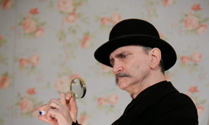 Rocco Sisto plays the inspector hot on the trail of bank robbers. (Rahav Segev)