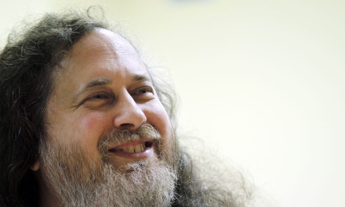 US software freedom activist and computer programmer Richard Stallman speaks with French Green Party 'Europe Ecologie les Verts' (EELV)'s candidate for 2012 French presidential election Eva Joly at the EELV's headquarters in Paris on Dec. 15, 2011. ( Francois Guillot/AFP/Getty Images)
