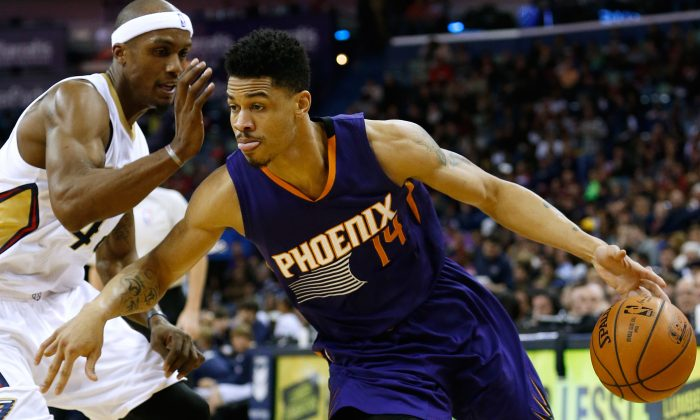 Phoenix Suns guard Gerald Green (14) drives against New Orleans Pelicans forward Dante Cunningham during the first half of an NBA basketball game, Tuesday, Dec. 30, 2014, in New Orleans. (AP Photo/Jonathan Bachman)