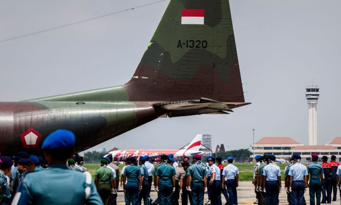 Indonesian soldiers prepares to carry coffins of victims of the AirAsia flight QZ8501 crash at the Indonesian Air Force Military Base Operation Airport on Jan. 1, in Surabaya, Indonesia. (Oscar Siagian/Getty Images)
