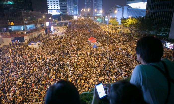 Tens of thousands of people gather near the Chinese People's Liberation Army Forces Building, demanding democracy in Hong Kong on Oct. 4, 2014. (Benjamin Chasteen/Epoch Times)
