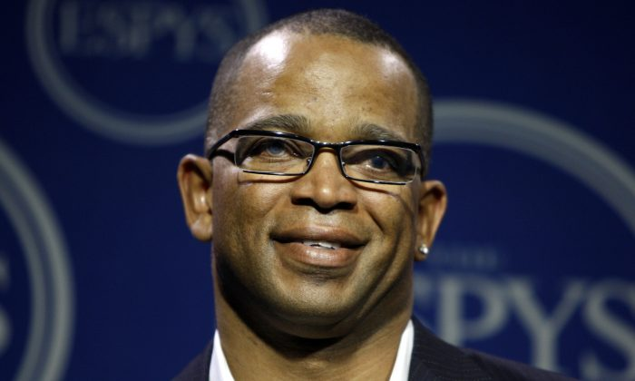 "An article saying Fox News used a Stephen A. Smith picture in a tribute for Stuart Scott, who died over the weekend, is fake. Stuart Scott, the ESPN anchor, died at age 49 of cancer, according to reports on Sunday.  In a Wednesday, July 16, 2008 file photo, Stuart Scott poses in the press room at the ESPYs Awards,in Los Angeles. Scott, the longtime ""SportsCenter"" anchor and ESPN personality known for his known for his enthusiasm and ubiquity, died Sunday, Jan. 4, 2015 after a long fight with cancer. He was 49.  (AP Photo/Matt Sayles, File)"