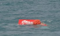 AirAsia Jet's Tail Lifted From Sea in Search for Black Boxes