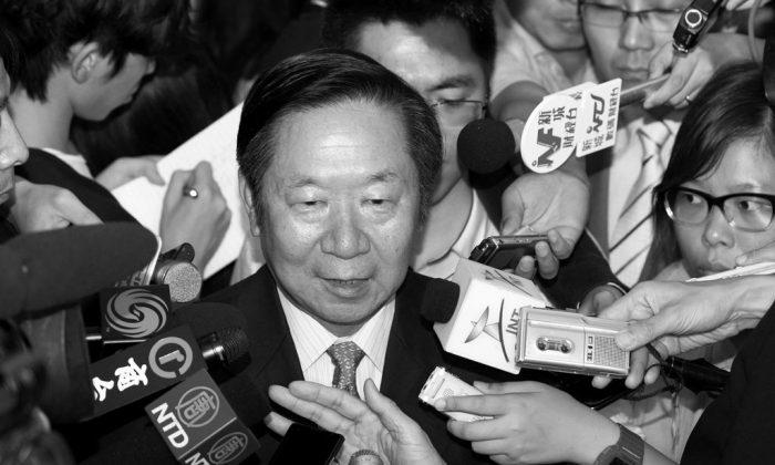 Former deputy director of Hong Kong and Macau Affairs Office Chen Zuo-er visits Hong Kong on Jun. 20, 2014. (Pan Zai-shu/Epoch Times)
