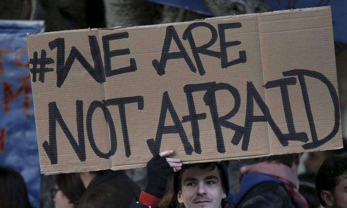 A journalist holds up a placard as he joins with other Lebanese and foreign journalists, activists and intellectuals during a sit-in to show their solidarity with the victims of Wednesday's attack in Paris on the Charlie Hebdo newspaper, in downtown Beirut, Lebanon, Sunday, Jan. 11, 2015. The attack on the French satirical newspaper has caused grief and soul-searching around the world, and exposed the risks humorists can run in an era of instant global communications and starkly opposed ideologies. (AP Photo/Hussein Malla)