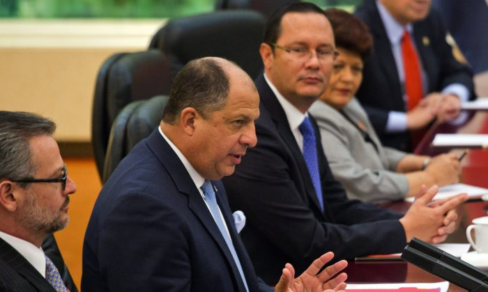 Costa Rica's President Luis Guillermo Solis (L) gestures during talks with Chinese Premier Li Keqiang held at the Great Hall of the People on Jan. 8 in Beijing, China. The Chinese regime is investing in cash-strapped Latin American countries. (Ng Han Guan-Pool/Getty Images)