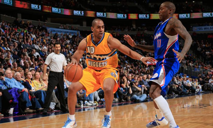 Arron Afflalo #10 of the Denver Nuggets controls the ball against Jamal Crawford #11 of the Los Angeles Clippers at Pepsi Center on December 19, 2014 in Denver, Colorado. (Photo by Doug Pensinger/Getty Images)