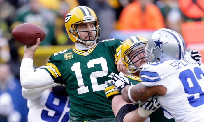 Aaron Rodgers found his rhythm in the passing game in the second half against the Dallas Cowboys in their NFC divisional playoff game at Lambeau Field on Jan. 11, 2015 in Green Bay. (Mike McGinnis/Getty Images)