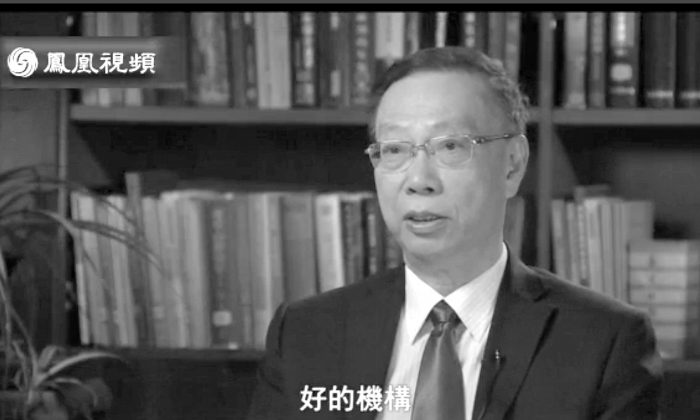 Huang Jiefu speaks to Phoenix Television in an interview published on Jan. 11. Huang is attempting to gain international acceptance for China's transplant system, which is widely seen as abusive, without changing it. (ifeng.net)