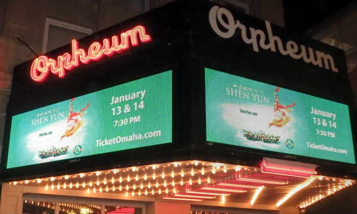 First night's performance of the 2015 World Tour of Shen Yun at the Orpheum Theater, Omaha, on Jan. 13, 2015. (Sally Sun/Epoch Times)