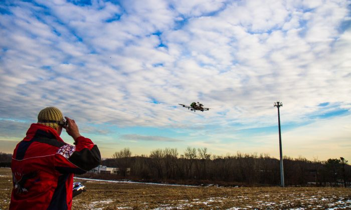 Charles Whiting, a helicopter pilot, flies his drone in Montvale, N.J., on Jan. 11, 2015. (Amelia Pang/Epoch Times)
