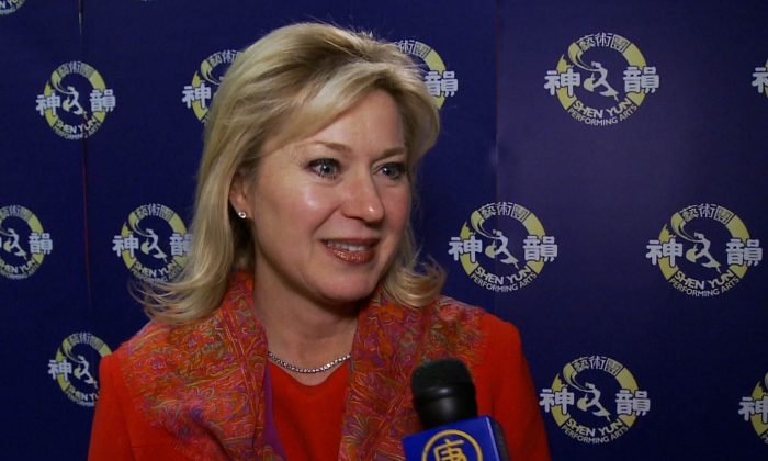 Mississauga Mayor Bonnie Crombie praised the dancers and cultural character of Shen Yun Performing Arts after attending the performance at Living Arts Centre on Jan. 16, 2015. (NTD Television)