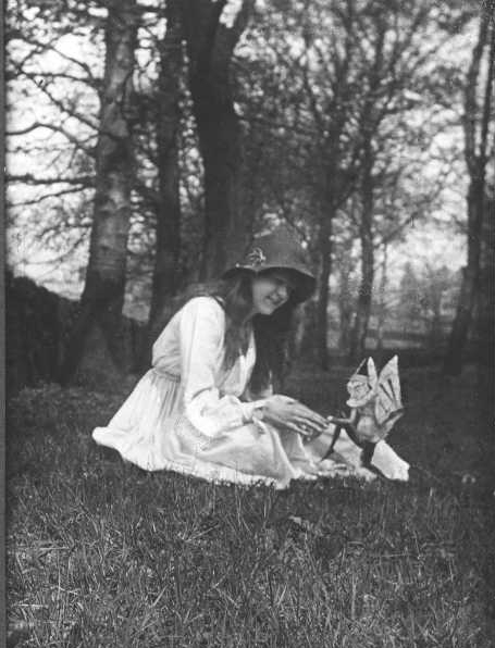 The second of the five photographs, showing Elsie with a winged gnome. (Public Domain)