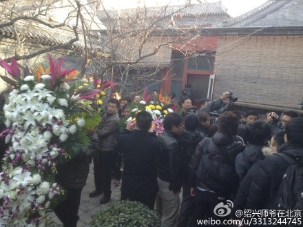 Visitors filled the yard of former residence of Zhao Ziyang on Jan. 17, 2015. Hundreds of citizens visited former Chinese leader Zhao Ziyang's former residence in Beijing to memorialize his 10th death anniversary on Jan. 17, 2015. (Screenshot/Weibo.com)
