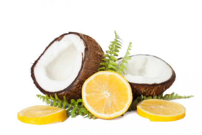 Homemade Beauty Mask With Coconut Oil (Video)