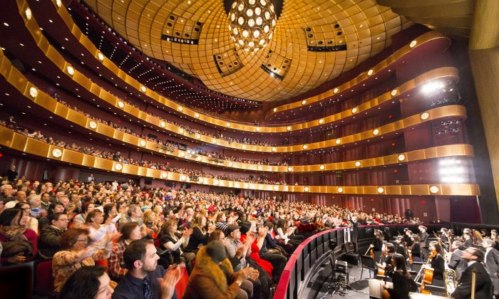 Shen Yun Performing Arts New York Company's curtain call at David H. Koch Theater at Lincoln Center, on Jan. 17. (Larry Dai/Epoch Times)