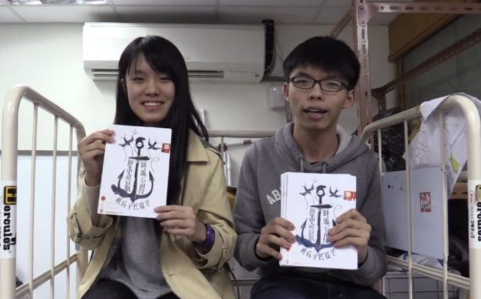 Joshua Wong (R) and Prince Wong (L) announces Scholarism's plan to mass mail pro-democracy pamphlets to Chief Executive Leung Chun-ying on Wednesday,  Jan. 21, 2015. (Youtube screen shot)