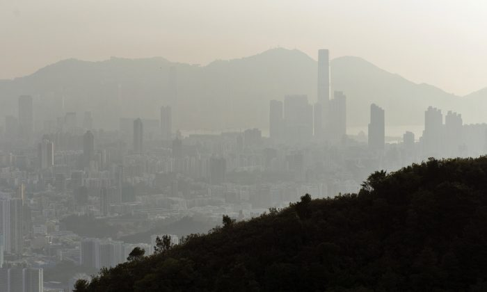 Smog hangs over the Hong Kong skyline on Feb. 3, 2014. On Jan. 21, 2015, Hong Kong had unhealthy levels of smog. (Alex Ogle/AFP/Getty Images)