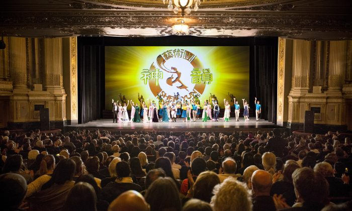 Audiences applaud Shen Yun Performing Arts during its curtain call at the Boston Opera House on the evening of Jan. 23. (Edward Dai/Epoch Times)