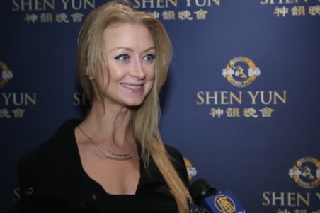 Julia, a former ballerina, speaks about her Shen Yun experience at the Dolby Theatre, Hollywood, on Jan. 23, 2015. (Courtesy of NTD Television)