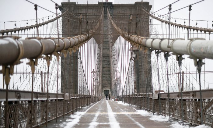 "The Brooklyn Bridge was listed as ""structurally deficient"" by a trade organization. (JEWEL SAMAD/AFP/Getty Images)"