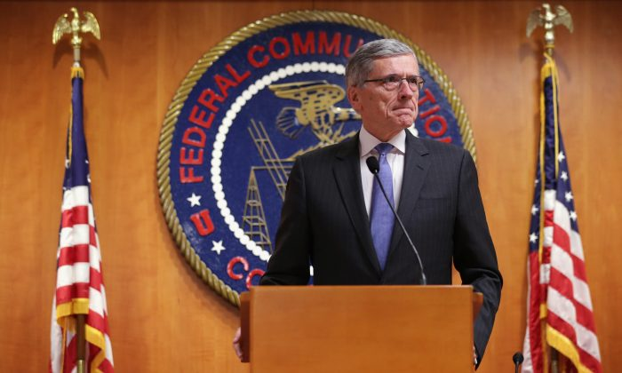 Federal Communications Commission (FCC) Chairman Tom Wheeler and the panel redefined broadband internet as speeds of at least 25/3 Mbs, show here on May 15, 2014 at the FCC headquarters in Washington, DC. (Alex Wong/Getty Images)