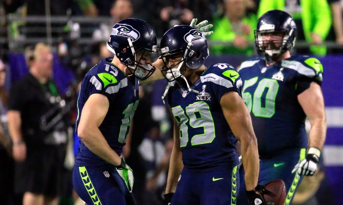 Doug Baldwin #89 of the Seattle Seahawks celebrates with Bryan Walters in 2015 in Glendale, Arizona. (Rob Carr/Getty Images)