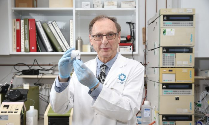 Dr. Alberto Gabizon (Shaare Tzedek Medical Center), whose research led directly to the advent of the drug Doxil, widely used throughout the world for ovarian and other cancers. (ICRF)