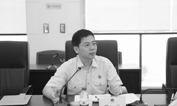 On Jan. 2, Wu Xiang, a member of the Chinese People's Political Consultative Conference (CPPCC) in Guangzhou, in southern China's Guangdong Province, shouted at top local officials, demanding that they disclose their personal wealth. (Weibo.com)