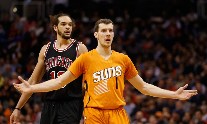 Goran Dragic #1 of the Phoenix Suns reacts during the NBA game against the Chicago Bulls at US Airways Center on January 30, 2015 in Phoenix, Arizona. The Suns defeated the Bulls 99-93. (Photo by Christian Petersen/Getty Images)