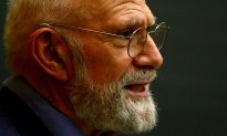 Oliver Sacks, Who Opened Our Minds About Our Brains, Dies at 82