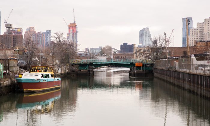 The Gowanus Canal from the Carroll Street Bridge. (Laura Cooksey/Epoch Times)