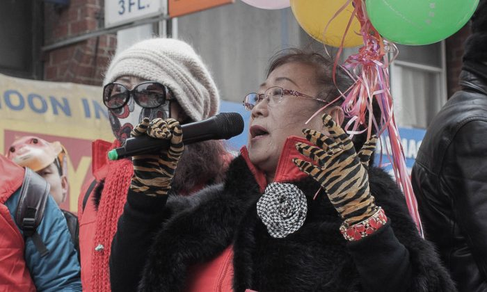Members of the Chinese Anti-Cult World Alliance group at the Chinese New Year parade in Flushing, New York, on Feb. 21, 2015. (Petr Svab/Epoch Times)