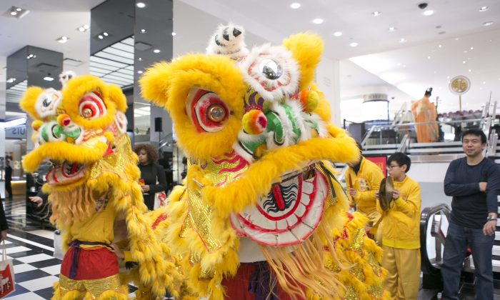 Shoppers watch a Chinese Lion Dance performance to celebrate the Chinese Lunar New Year at the Bloomingdale's flagship store on Lexington Avenue in New York City on Feb. 19, 2015. (Samira Bouaou/Epoch Times)