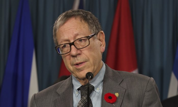 Liberal MP Irwin Cotler speaks during a press conference on Parliament Hill Nov 5, 2014. Cotler backed calls for an end to organ harvesting in China and tabled petitions to that effect on Feb. 19, 2015, in the Canadian Parliament. (Matthew Little/Epoch Times)