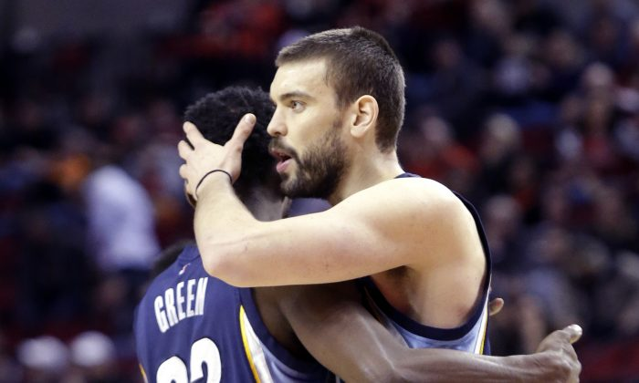 Memphis Grizzlies center Marc Gasol, from Spain, right, hugs teammate Jeff Green, after an NBA basketball game against the Portland Trail Blazers in Portland, Ore., Sunday, Feb. 22, 2015.  Gasol led the Grizzlies in scoring with 21 points as they beat the Trail Blazers 98-92. (AP Photo/Don Ryan)