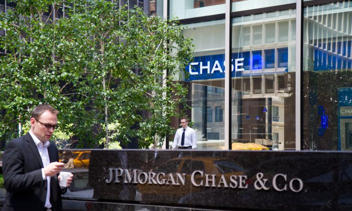 The JPMorgan Chase Co. headquarters on Park Avenue on May 29, 2012. The bank reported $26.5 billion in profit for the 12 months ended June 30, which is the most profitable year for a company in the history of banking, according to Bloomberg. (Benjamin Chasteen/The Epoch Times)
