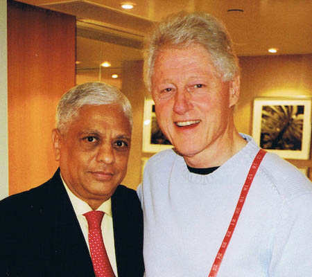 Manu Melwani and Bill Clinton. (Sam's Tailor)