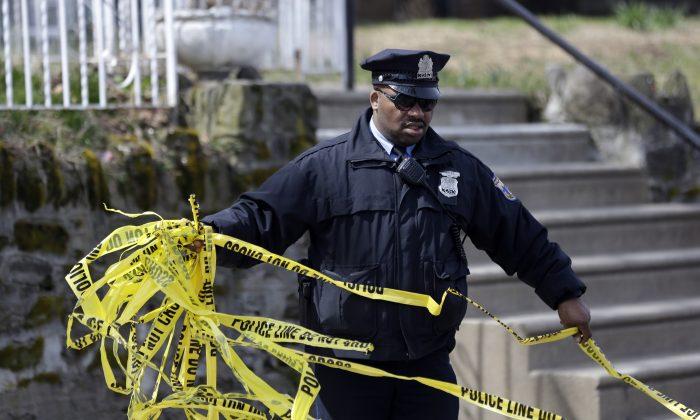 A photo shows an officer (AP Photo/Matt Rourke)
