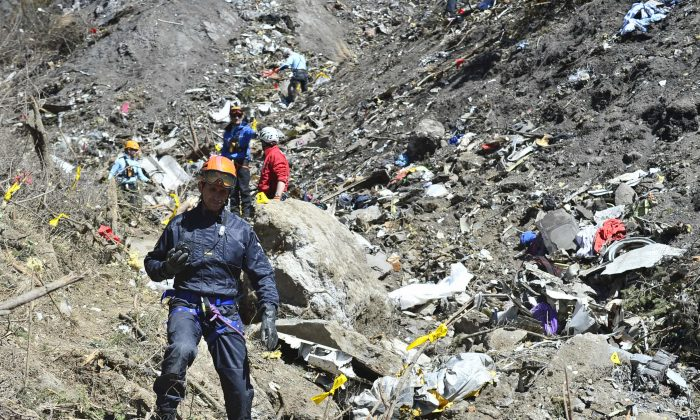 In this handout image provided by French Interior Ministry, the Rescue workers and gendarmerie continue their search operation near the site of the Germanwings plane crash near the French Alps on March 26, 2015 in La Seyne les Alpes, France. Germanwings flight 4U9525 from Barcelona to Duesseldorf  has crashed in Southern French Alps. All 150 passengers and crew are thought to have died. (Photo by Francis Pellier MI DICOM/Ministere de l'Interieur/Getty Images)