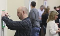 US Unemployment Aid Applications Rise to 281,000