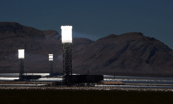 The three towers at the Ivanpah Solar Electric Generating System are shown in operation on July 23, 2014 in the Mojave Desert in California near Primm, Nevada. (Ethan Miller/Getty Images)