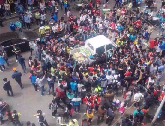Thousands of Chinese high school students surround an official vehicle in Zhaoyang District, Yunnan Province,  on April 17, 2015.