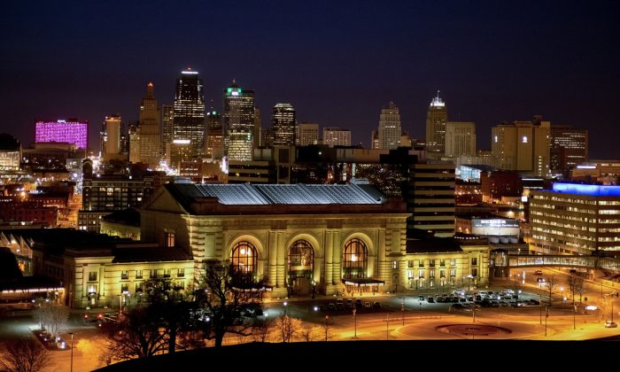 Downtown Kansas City, Missouri skyline behind historic Union Station. (Cat Rooney/Epoch Times)