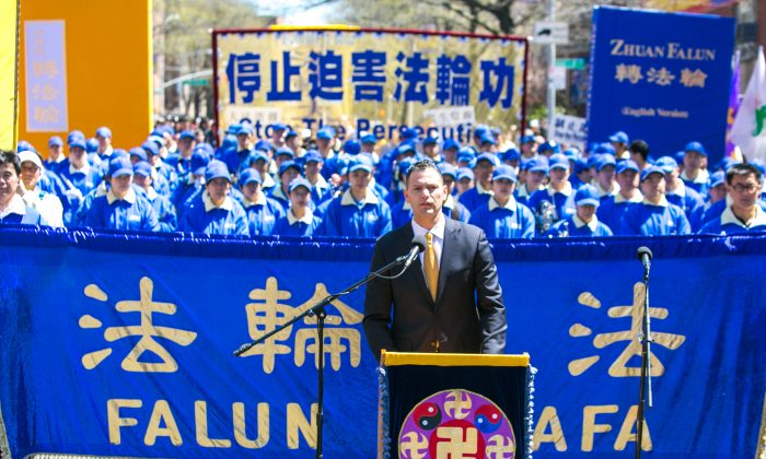 Dr. Damon Noto of Doctors Against Forced Organ Harvesting (DAFOH) speaks at a rally in Flushing on April 25, 2015, calling for an end to the persecution of Falun Gong in China and celebrating 200 million people who have quit the Chinese Communist Party since 2004. (Benjamin Chasteen/Epoch Times)