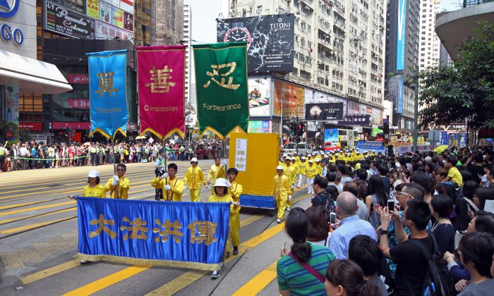 About 800 Falun Gong practitioners from Hong Kong and neighboring countries participate in a parade in Hong Kong Island on April 26, 2015, to commemorate the 16th anniversary of the peaceful protest of Falun Gong practitioners in Beijing on April 25, 1999, to defend their legal right to religious freedom and call for the release of fellow practitioners arrested for their faith. The parade starts in North Point, finishes in Central. The parade has impressed many tourists from mainland China. (Epoch Times)