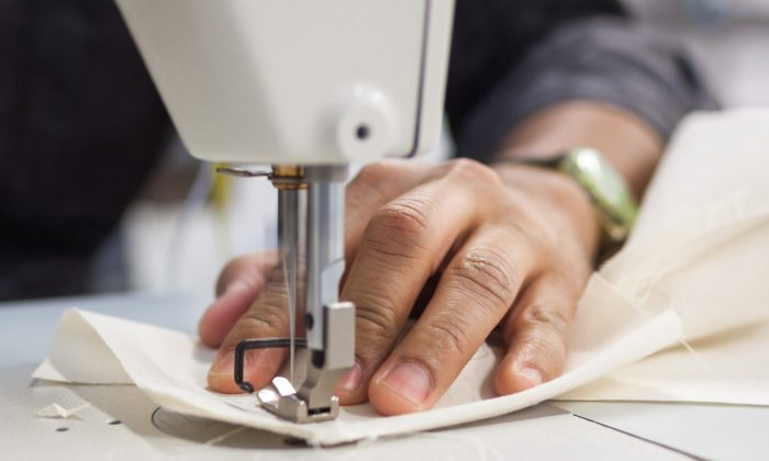 Head tailor Roberto Silva at the Brooklyn Fashion and Design Accelerator in Bedford-Stuyvesant, Brooklyn, N.Y., on April 23, 2015. (Petr Svab/Epoch Times)