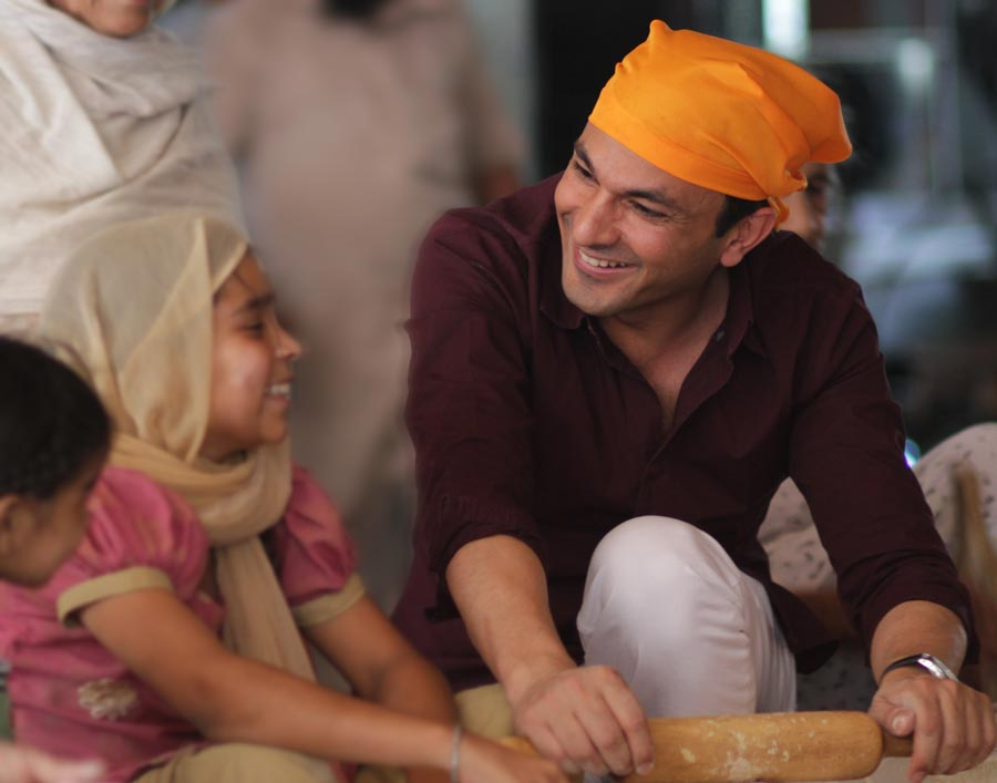 Vikas Khanna at the Golden Temple communal kitchen, or langar, in Amritsar, India. (Bloomsbury India)