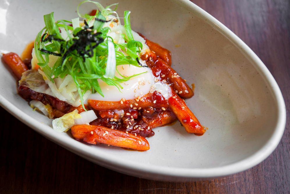 Tteok Boki, rice cakes with minced pork, white kimchi, and a poached egg. (Samira Bouaou/Epoch Times)